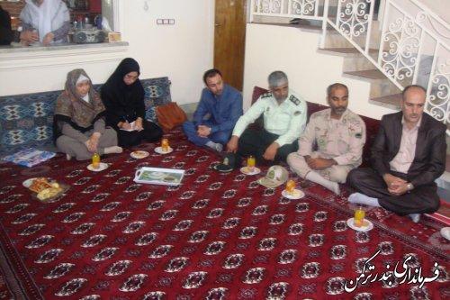 دیدار فرماندار شهرستان ترکمن با خانواده سرباز شهید محمدامین قرنجیک