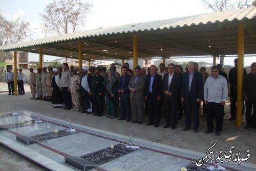 گلزار شهدای شهرستان ترکمن غبارروبی و عطرافشانی شد