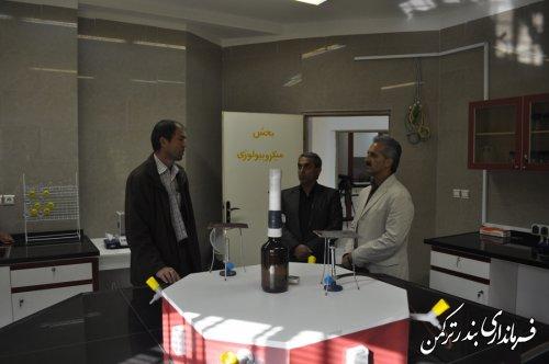 بازدید معاون فرماندار شهرستان ترکمن از آزمایشگاه مرکز تحقیقات  محیط زیست دریایی ترکمن