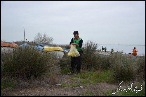 دومین پاکسازی محیط زیست در جزیره آشوراده برگزار شد