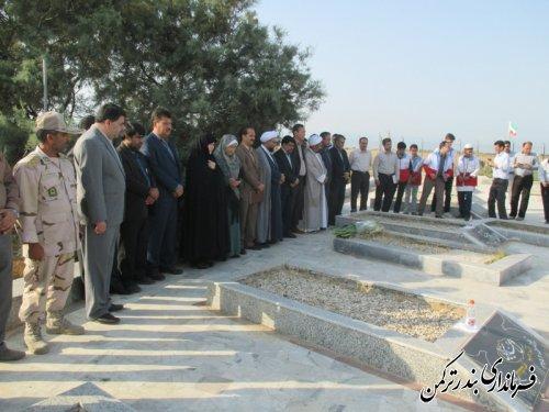 غبارروبی گلزار شهدای شهرستان ترکمن در اولین روز از هفته دولت