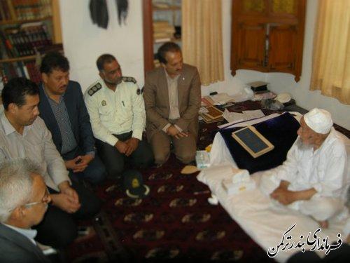 دیدار جمعی از مسئولین شهرستان ترکمن با امام جمعه اهل سنت شهرستان به مناسبت هفته دولت