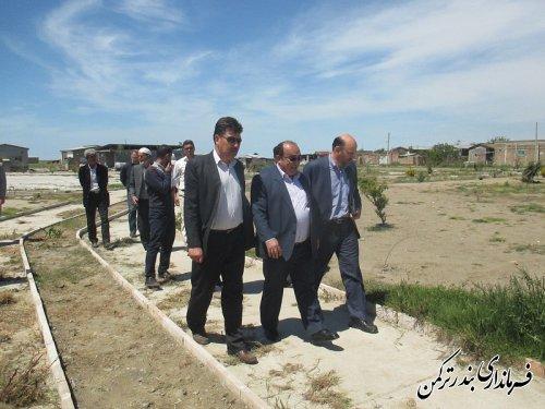 بازدید فرماندار شهرستان ترکمن از پروژه آسفالت روستای چاپاقلی