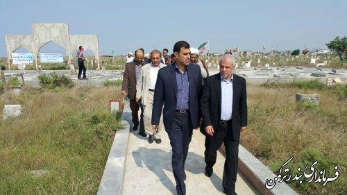 غبارروبی گلزار شهدای منای شهرستان ترکمن با حضور رئیس سازمان حج و زیارت کشور