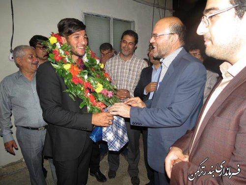 مراسم استقبال و بدرقه از عادل مجللی قایقران المپیکی با حضور فیروزی فرماندار برگزار شد