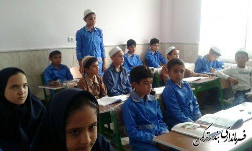حضور فرماندار در مدرسه ابتدایی روستای اورکت حاجی