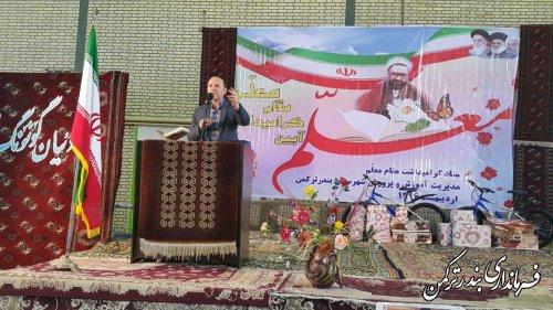 مراسم متمرکز بزرگداشت روز معلم در شهرستان ترکمن برگزار شد