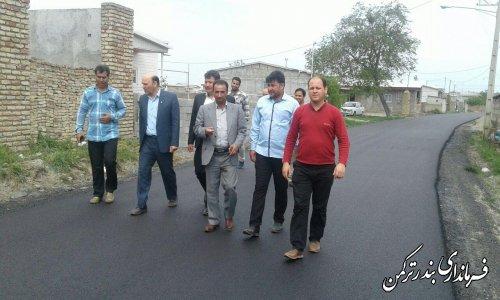 بازدید فرماندار از عملیات اجرای آسفالت روستاهای بخش مرکزی