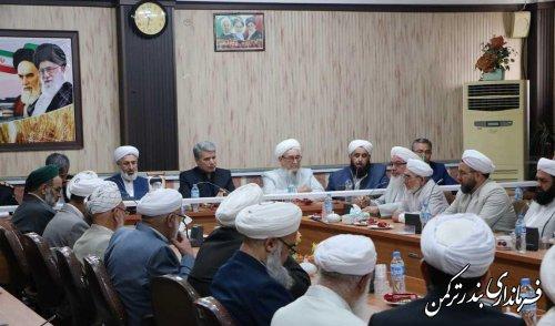 روحانیون هدایتگران و رهبران دینی جامعه هستند