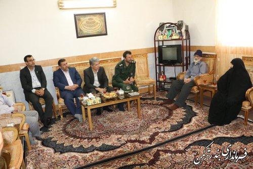 دیدار فرماندار و مسئولین شهرستان ترکمن با خانواده های شهدا