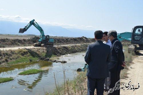 بازدید فرماندار ترکمن از لایروبی رودخانه قره سو