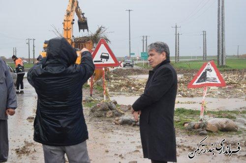 بازدید فرماندار و رئیس ستاد مدیریت بحران شهرستان ترکمن از لایروبی رودخانه قره سو