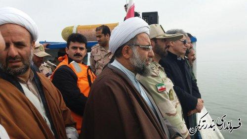 رژه اقتدار دریایی در شهرستان ترکمن برگزار شد