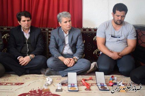 دیدار و تجلیل فرماندار ترکمن از نائب قهرمان پرتاب وزنه مسابقات پاراآسیایی جاکارتا