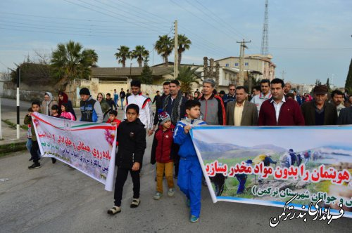 همایش پیاده روی همگانی و خانوادگی در شهرستان ترکمن برگزار شد