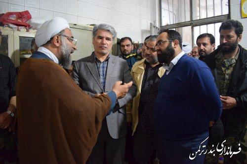 بازدید فرماندار ترکمن از محل جمع آوری کمک های مردمی به سیل زدگان واقع در مسجد جامع شهرستان