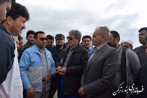 بازدید فرماندار ترکمن و مدیرکل امنیتی و انتظامی استانداری از روستای نیازآباد