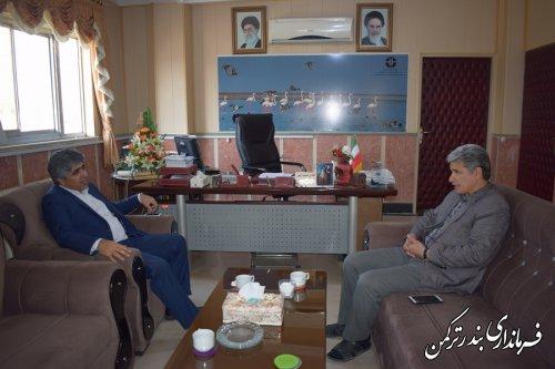 دیدار سرپرست اداره کل سیاسی، انتخابات و تقسیمات کشوری استانداری با فرماندار ترکمن