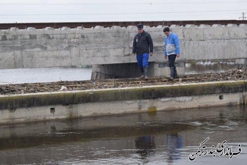پیگیری روند هدایت سیلاب از دهانه پل ایوان آباد