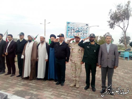 صبحگاه مشترک نیروهای مسلح و غبارروبی مزار شهدای بهشت فاطمه شهرستان ترکمن برگزار شد