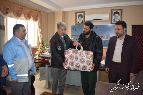 تجلیل فرماندار ترکمن از فرمانده ناحیه مقاومت بسیج سپاه ترکمن