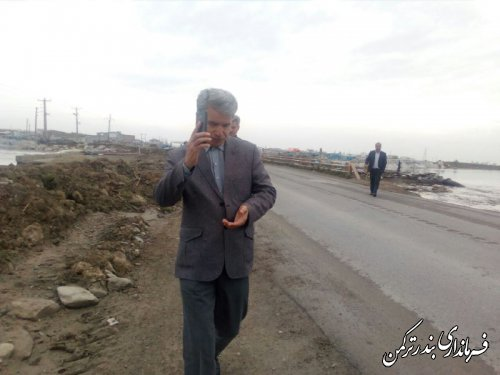 پیگیری روند هدایت سیلاب از دهانه پل نیاز آباد توسط فرماندار ترکمن