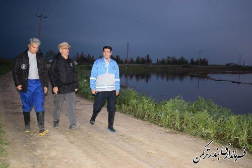 پیگیری روند هدایت سیلاب به سمت دریا در شهرستان ترکمن توسط فرماندار