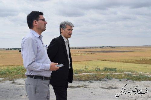 بررسی وضعیت دشت آب ها در اراضی کشاورزی شهرستان توسط فرماندار ترکمن
