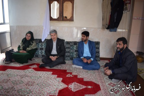 دیدار فرماندار ترکمن با خانواده های تحت پوشش کمیته امداد شهرستان
