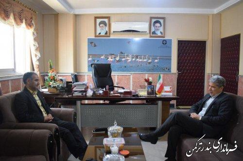 دیدار مدیرکل پست استان با فرماندار ترکمن