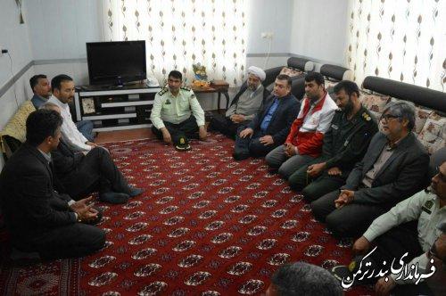 دیدار معاون سیاسی، امنیتی و اجتماعی فرماندار ترکمن با خانواده شهید محمدامین اونق