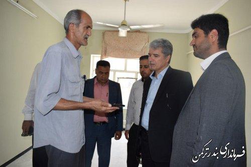 بازدید فرماندار از واحد مسکونی خسارت دیده از سیل اخیر در شهرستان ترکمن
