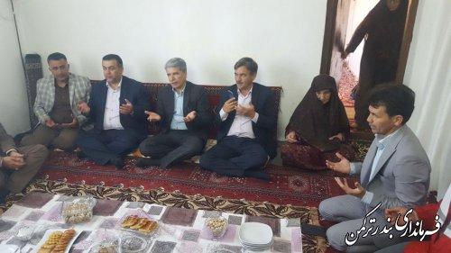 دیدار فرماندار شهرستان ترکمن با خانواده شهیده منا