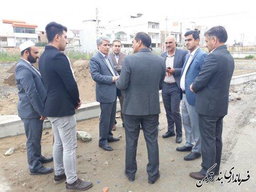 بازدید فرماندار بندر ترکمن از روند آماده سازی زمین والیبال ساحلی شهرستان