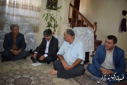 دیدار فرماندار ترکمن و مدیرکل سیاسی، انتخابات و تقسیمات کشوری استانداری با خانواده شهید و جانباز دفاع مقدس