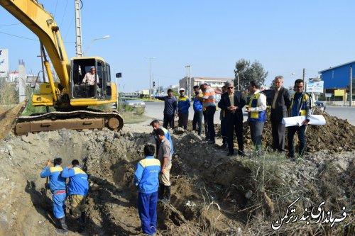 بازدید فرماندار ترکمن از عملیات تعمیر لوله گاز کانال مجاور میدان اسبدوانی