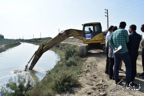 بازدید فرماندار ترکمن از آغاز عملیات اجرایی لایروبی رودخانه قره سو در محدوده نیاز آباد