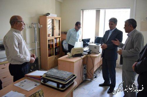 بازدید سرزده فرماندار شهرستان ترکمن از اداره ثبت احوال شهرستان