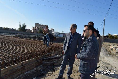 بازدید فرماندار شهرستان ترکمن از پل سواره رو در حال احداث بر روی کانال اورکت حاجی