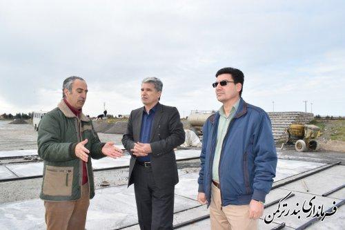 بازدید فرماندار شهرستان ترکمن از روند بهسازی محوطه پارکینگ اسکله
