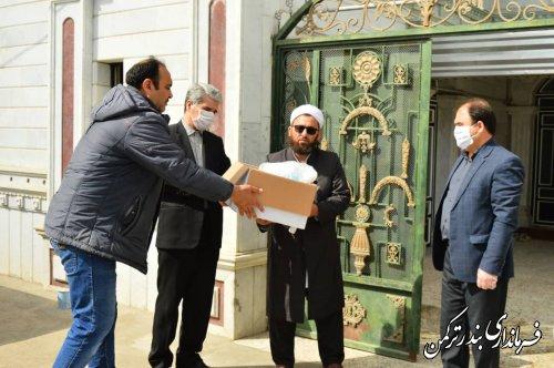 توزیع پک های بهداشتی بین ساکنان حاشیه نشین شهرستان بندرترکمن توسط فرماندار