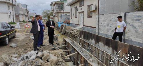 بازدید فرماندار از روند احداث کانال جهت هدایت آبهای سطحی خیابان امیر کبیر