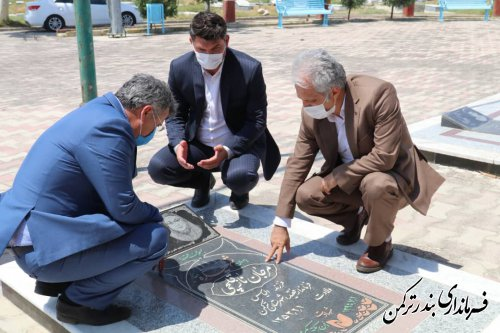 حضور سرپرست فرمانداری شهرستان ترکمن بر سر مزار شهیده منا