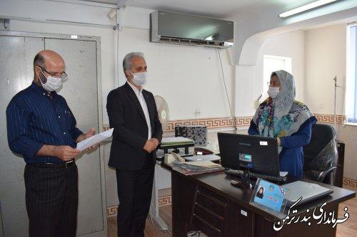 بازدید سرزده فرماندار ترکمن از ادارات شهرستان