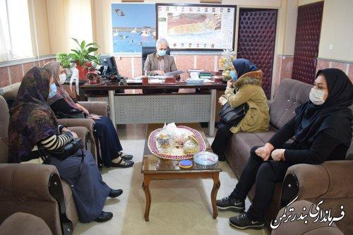 نشست فرماندار با جمعی از مدیران و متصدیان مهدهای کودک شهرستان ترکمن