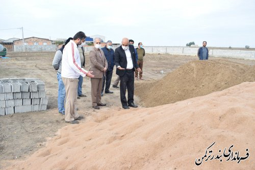 بازدید میدانی فرماندار شهرستان ترکمن از روند آماده سازی زمین والیبال ساحلی در روستای خواجه لر