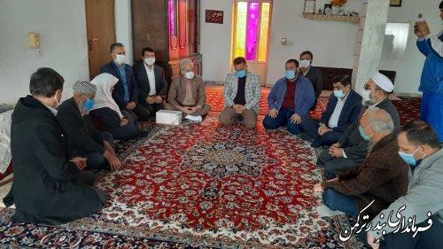 """دیدار و تجلیل فرماندار ترکمن از خانواده شهید """" حکیم قرنجیک """""""