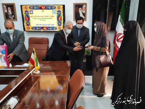 """تجلیل فرماندار ترکمن از خانواده شهید"""" محمدامین اونق"""""""