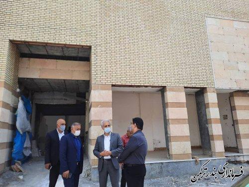 بازدید فرماندار ترکمن و مدیرکل ورزش و جوانان استان از پروژه درحال احداث سالن تختی